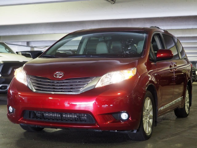 Certified Pre-Owned 2016 Toyota Sienna XLE